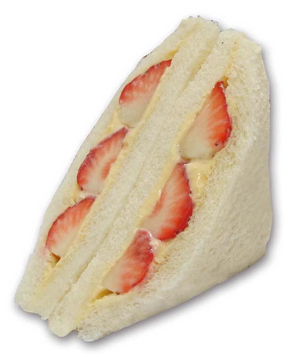 フルーツとの相性を考えたカスタードクリームでいちごをサンド。283kcal