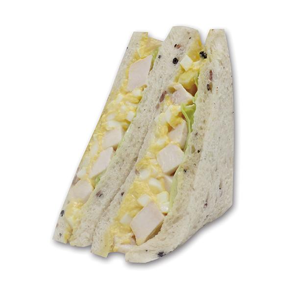 コロコロの柔らかいスモークチキンと玉子サラダが好相性。400kcal