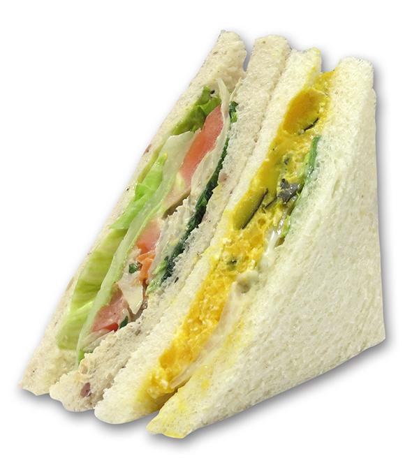 5種類の野菜をシルク食パンと五穀食パンでサンド 。315kcal