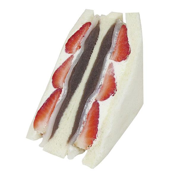 こしあんの上品な甘さといちごの甘酸っぱさがおいしい。456kcal