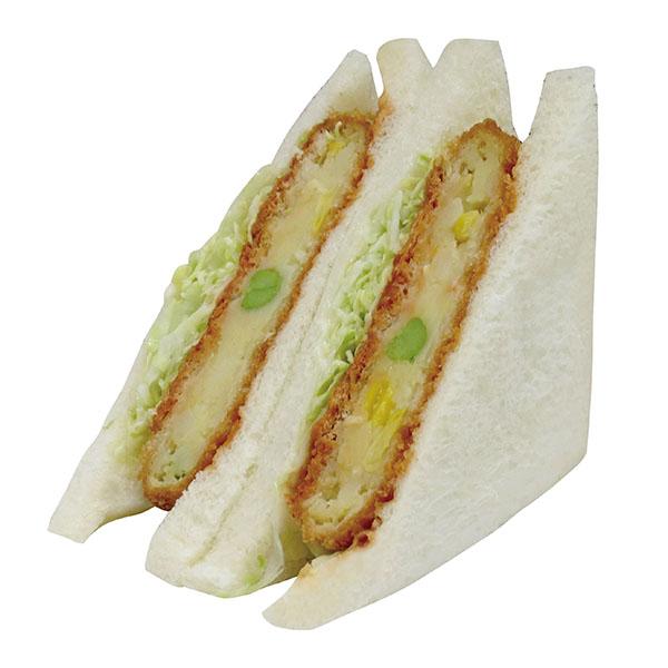 お子様にも食べやすい、野菜コロッケのサンド。384kcal